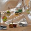 orecchini fatti con resine policrome e metallo free nichel