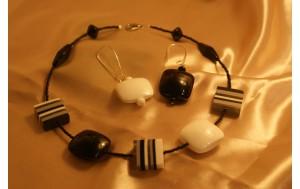 collana resina policroma con componenti e perline di vetro