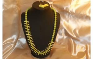 collana e orecchini in legno e perle di resina