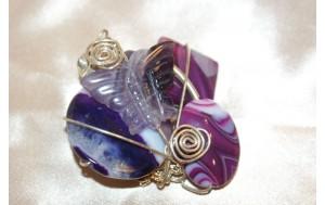 spilla realizzata con filo argento,differenti tipi di agata e farfalla in ametista