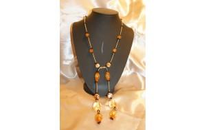 coll.cravattino con resina simil ambra e perline di vetro